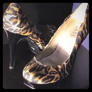 Leopard Guess pumps